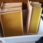 Cadres garnis de cire d'abeille