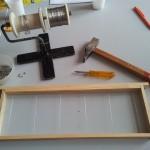 Cadre et fil inox avant le placement de la feuille de cire d'abeilles
