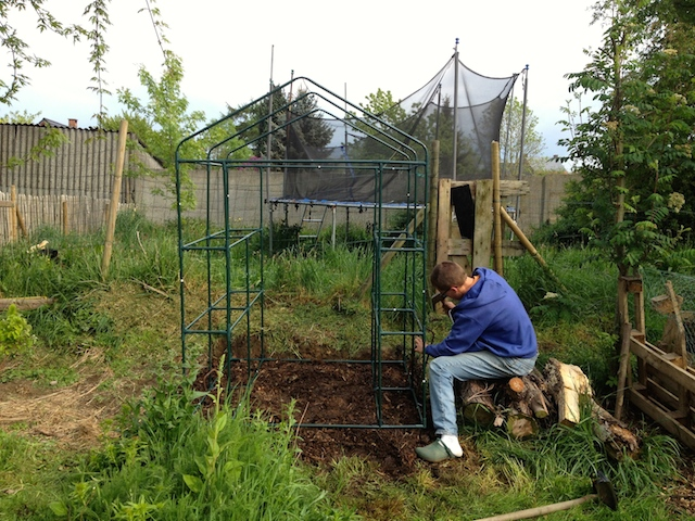 Installation d 39 une serre au jardin for Installer une serre de jardin